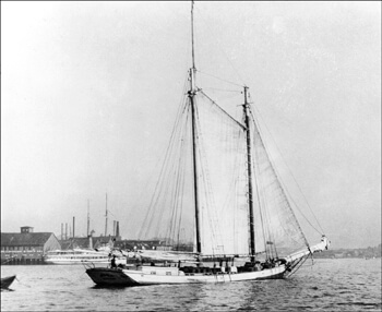 Schooner Grace Bailey carrying Cargo